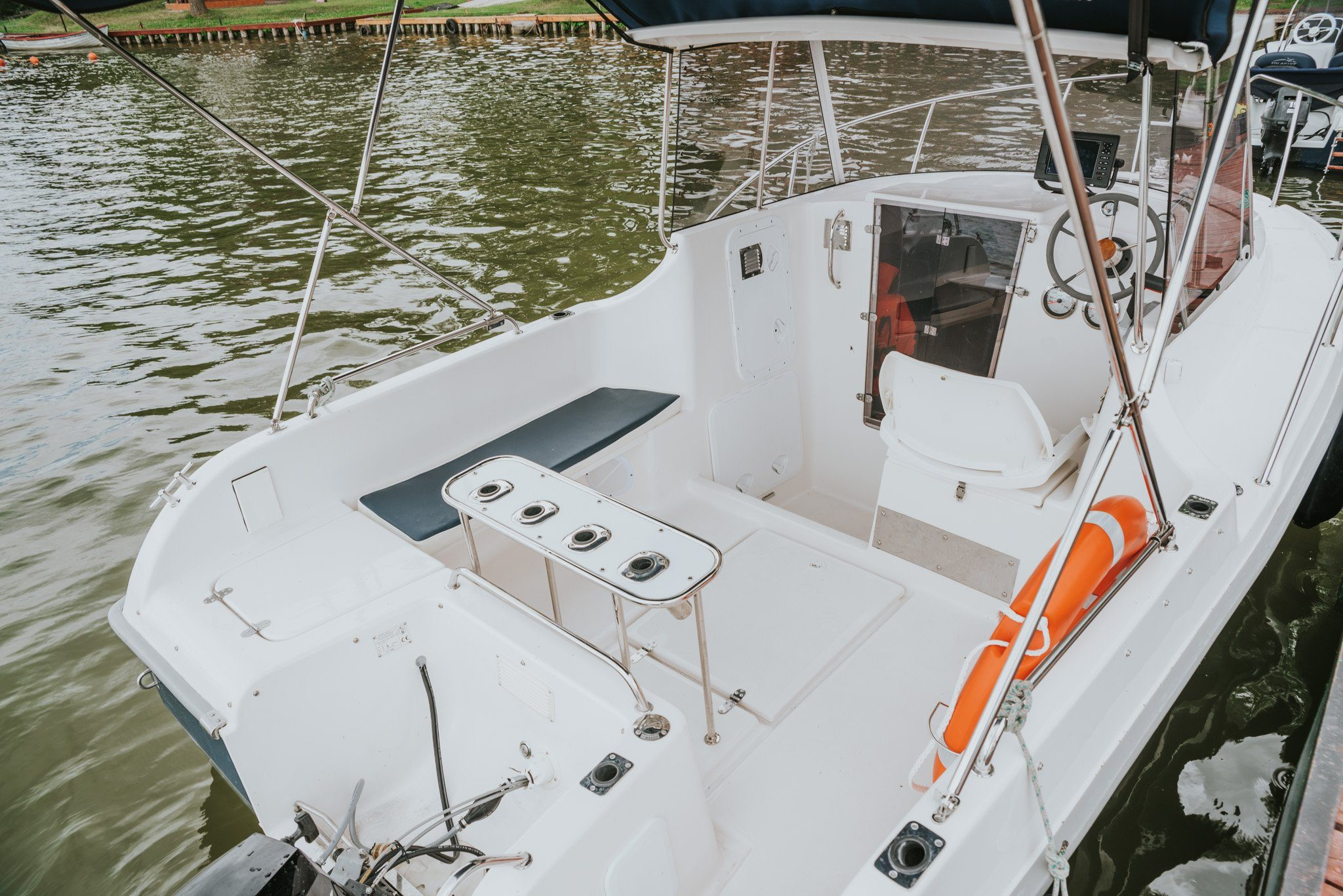 pilothouse 540 polish boat with motor