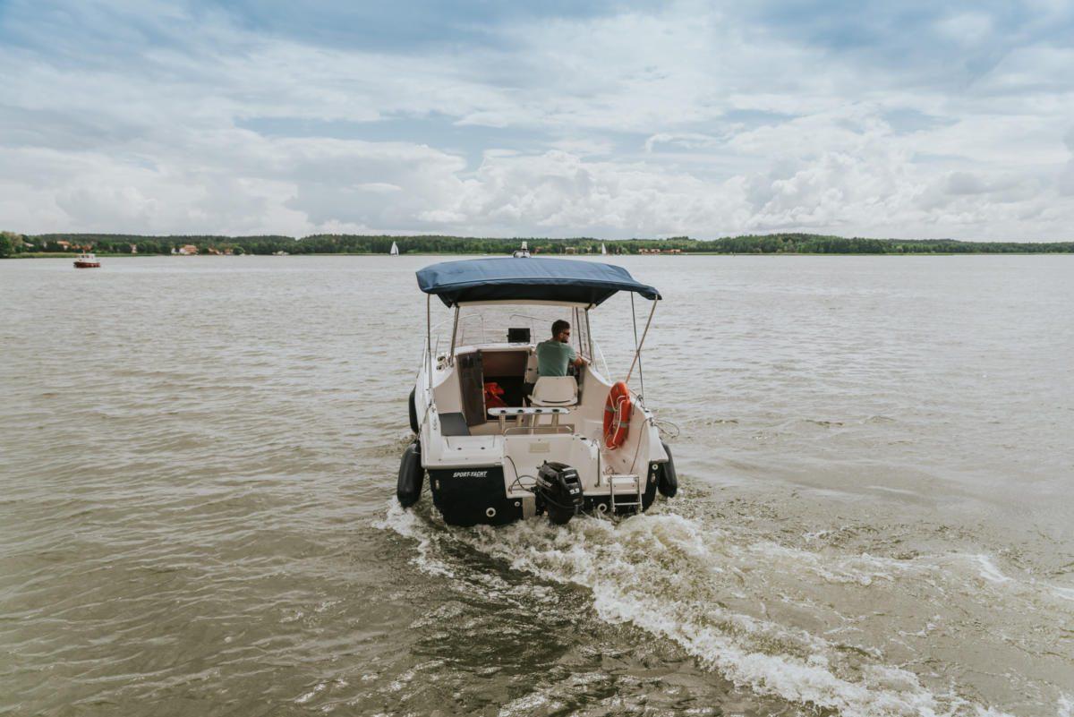 pilothouse 535 polish boat_with motor
