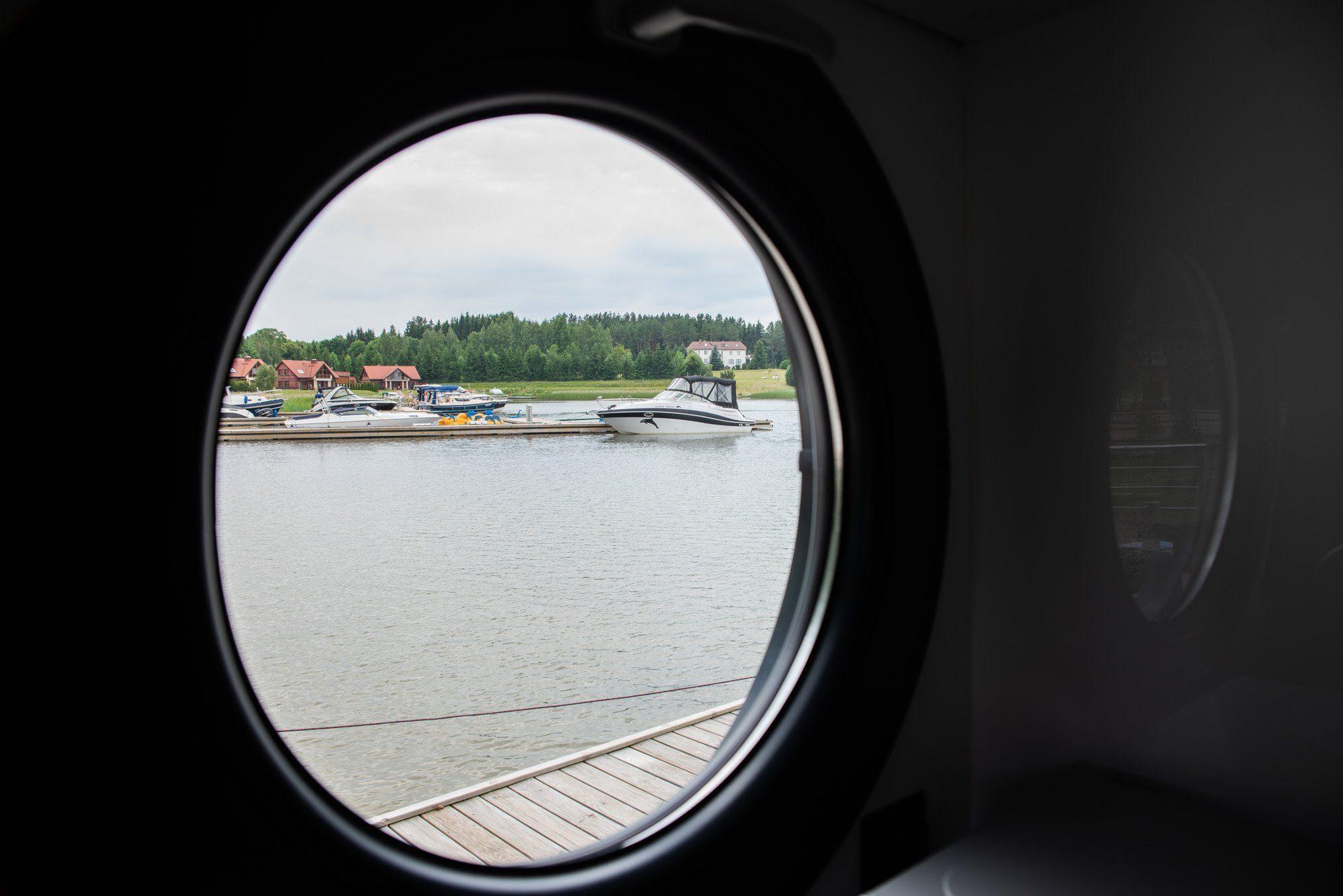 round windows house boat