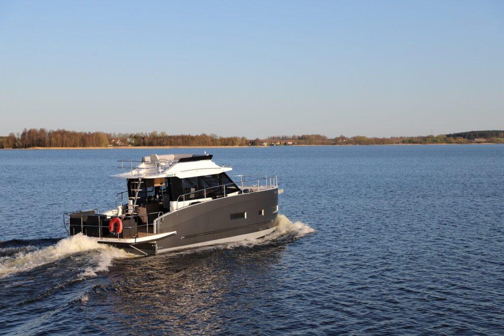 futura 40 motor yacht flybridge