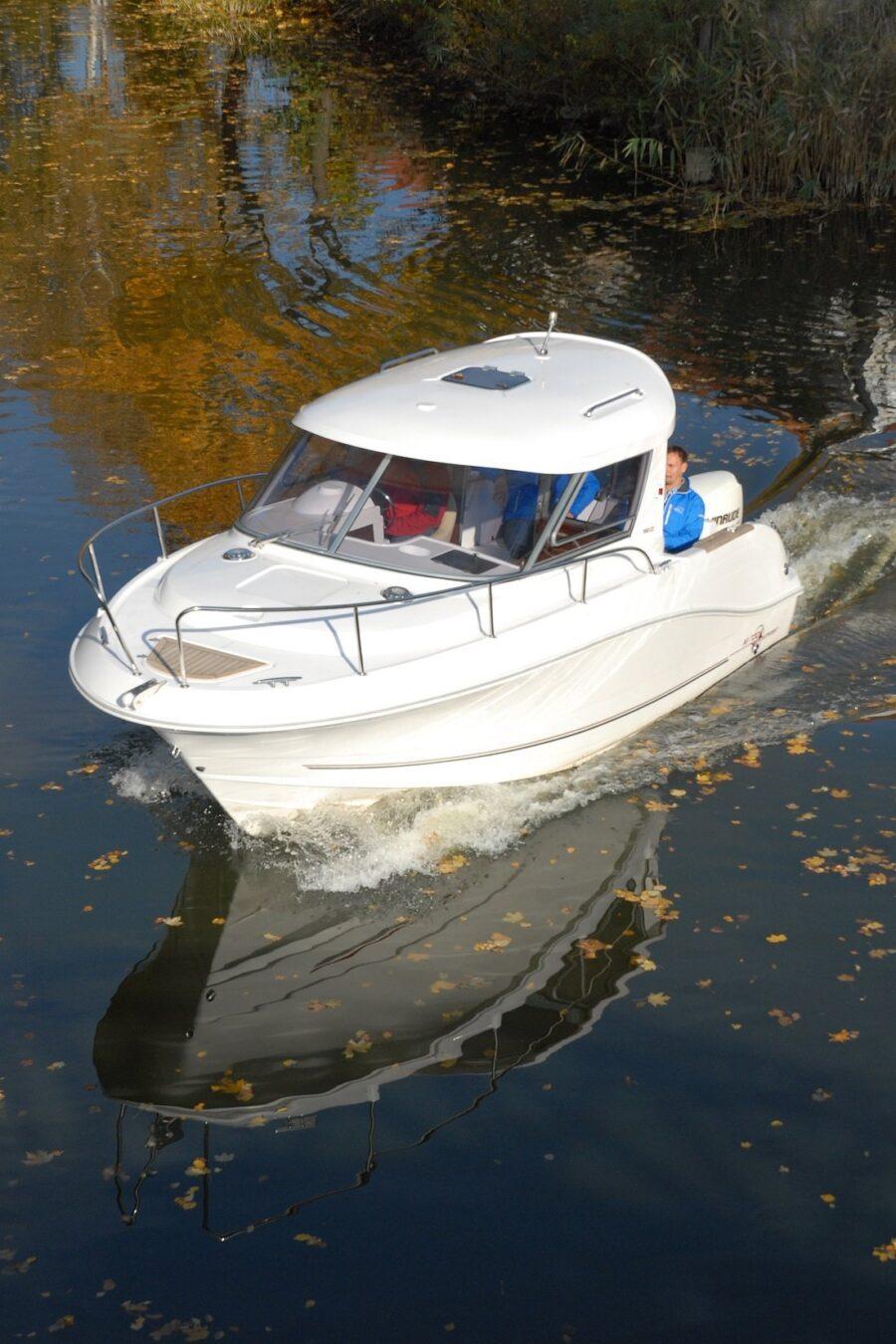 mazury 700 camping cruiser planing hull