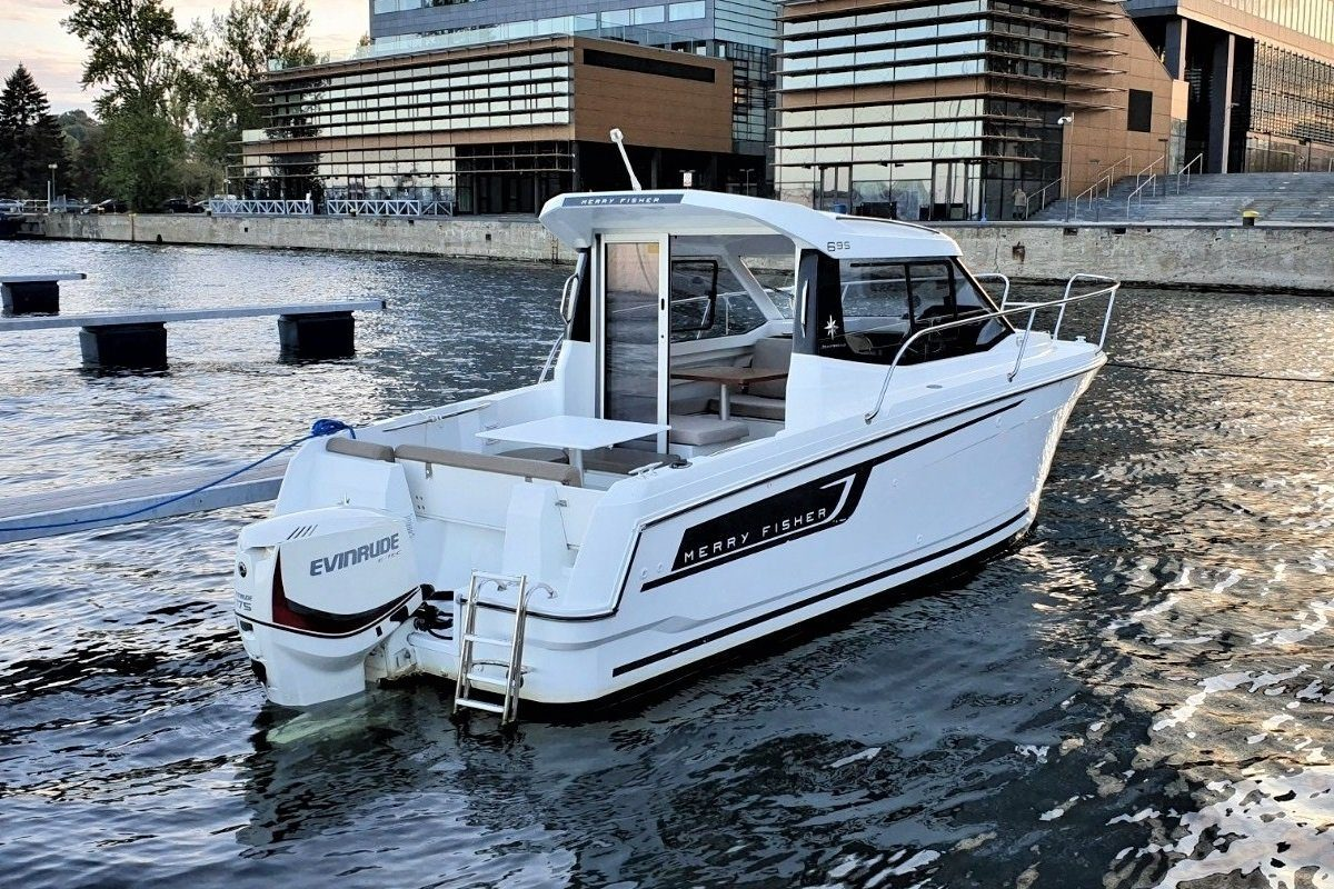 Cabin Cruiser - Merry fisher 695