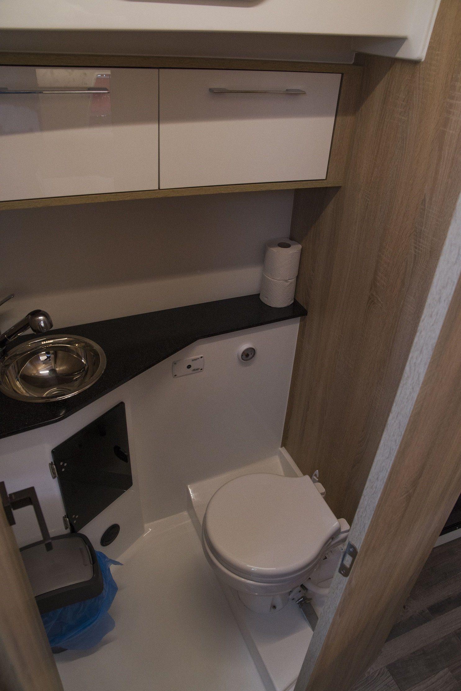 Stillo 30 inside shower toilet