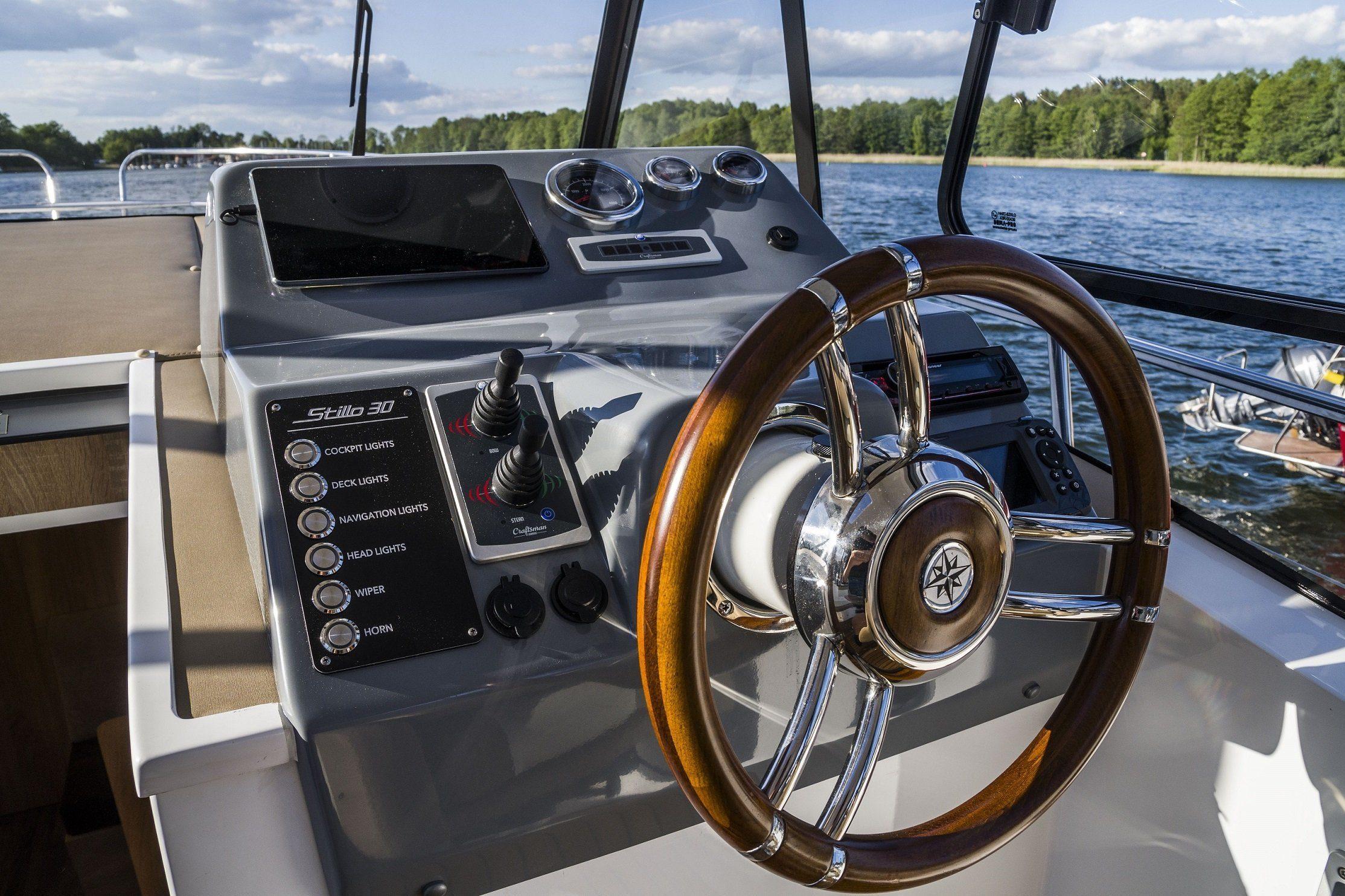 Stillo 30 wheelhouse powerboat