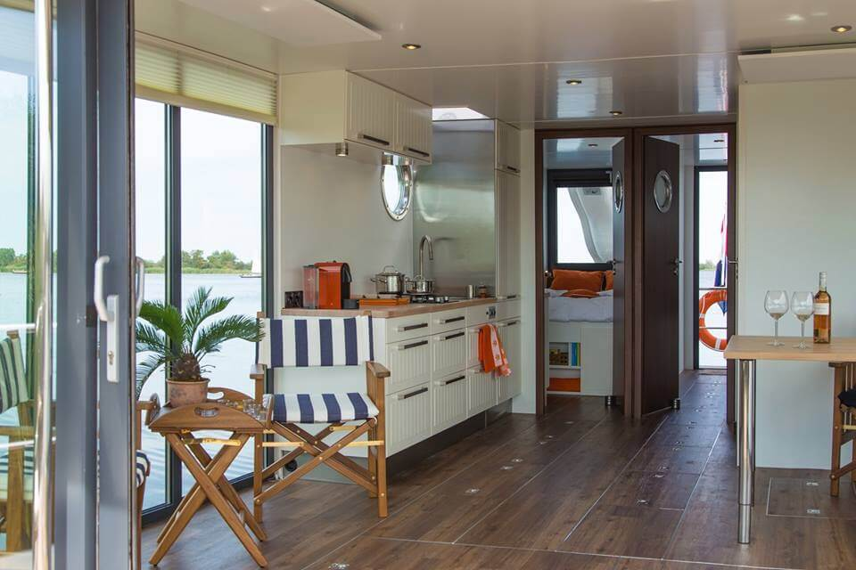 apartboat xl living room