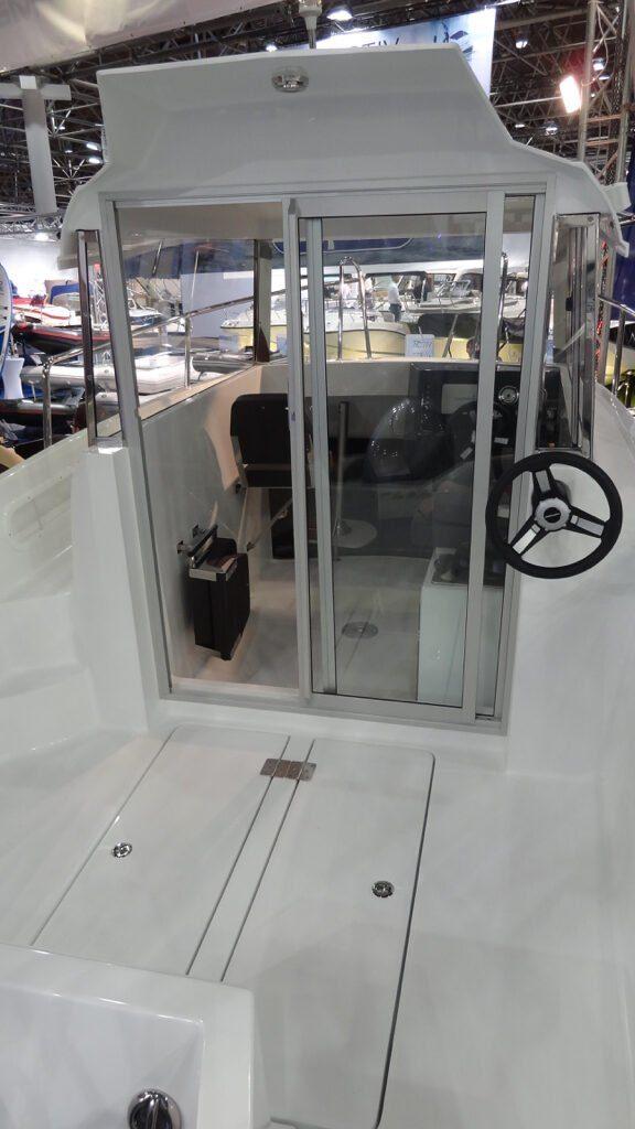 mazury 610 pilothouse additional steering wheel