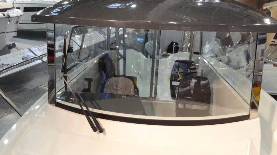 mazury 610 pilothouse front glass for sale
