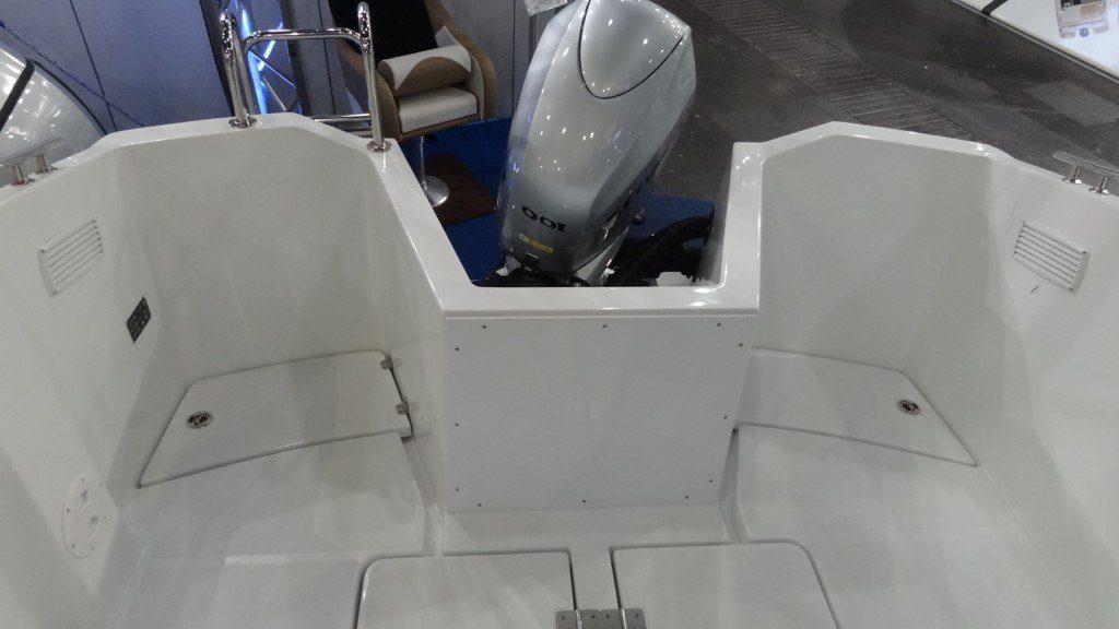 mazury 610 pilothouse outboard motor