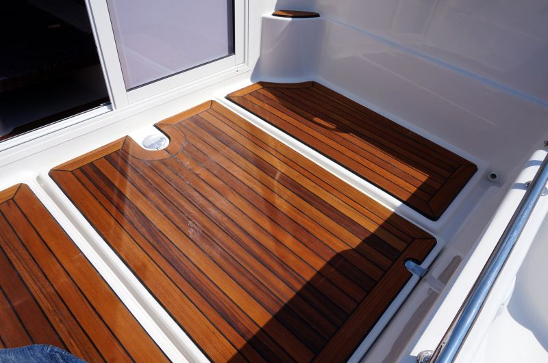 pilothouse 580 wooden deck