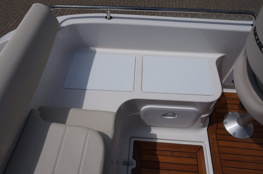 sun cruiser 650 motorboat equipment