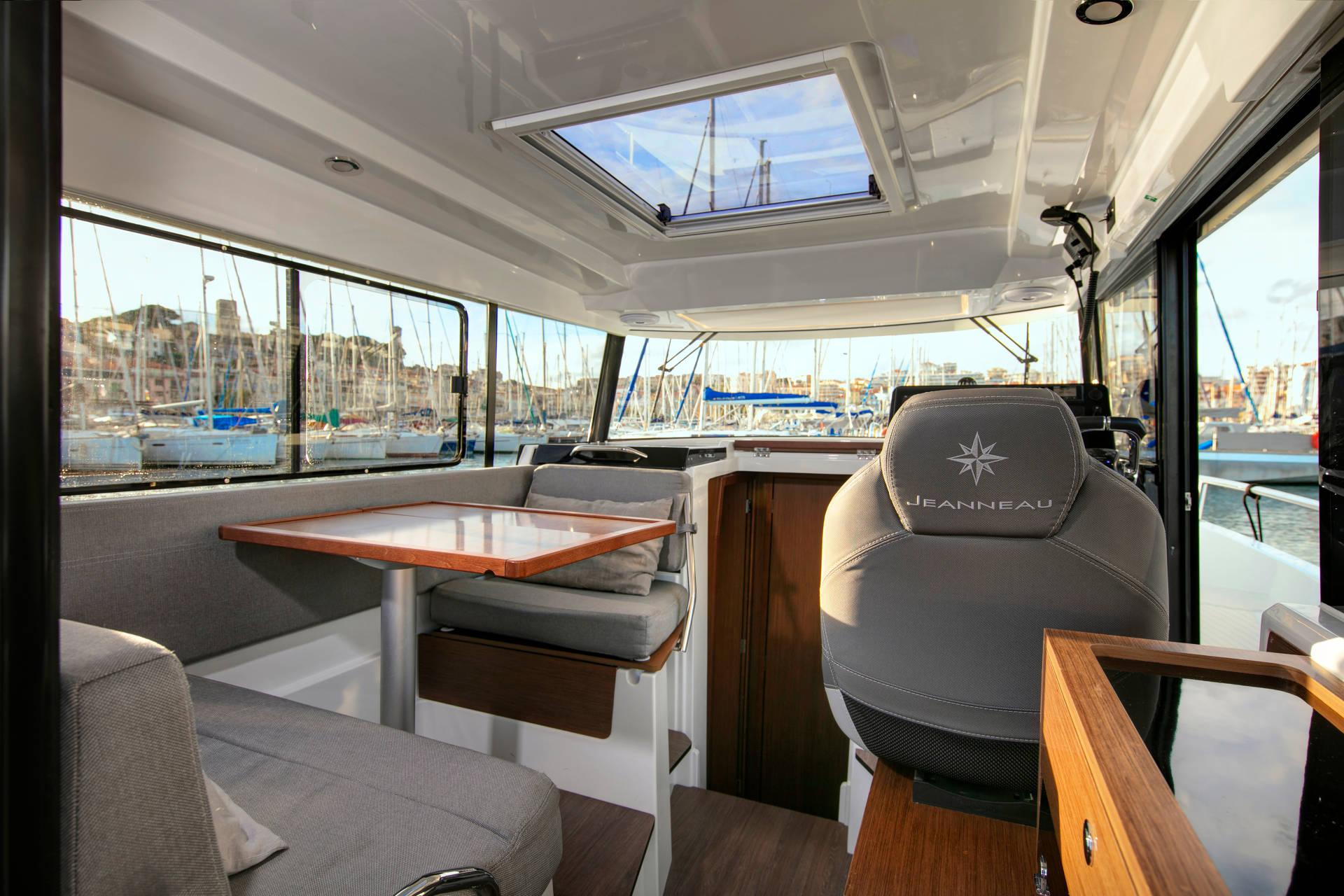 jeanneau 895 marlin interior upper deck