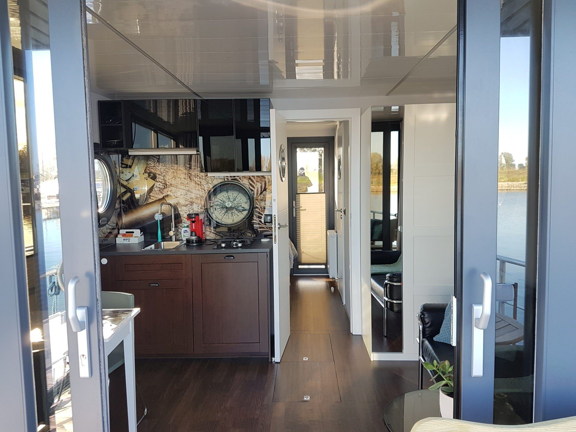 apart m interior houseboat