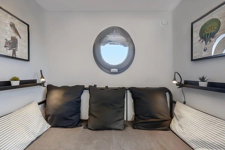 apart xs bedroom