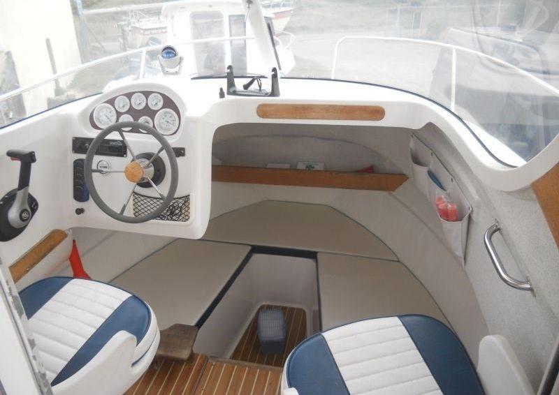 quicksilver 630 interior