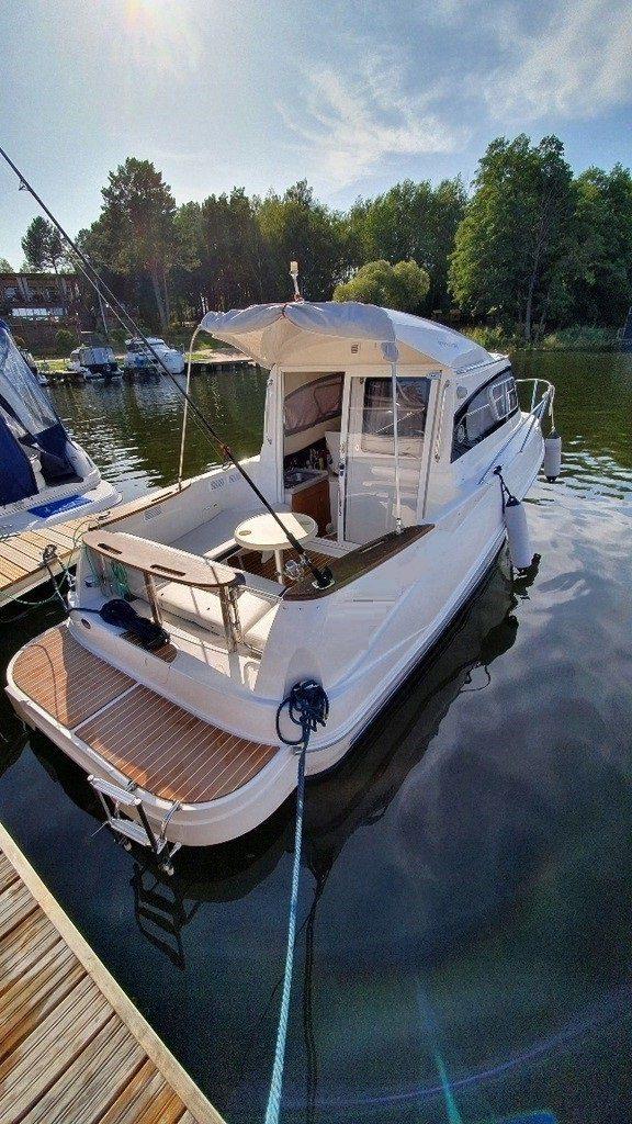 quicksilver weekend cabin cruiser boat