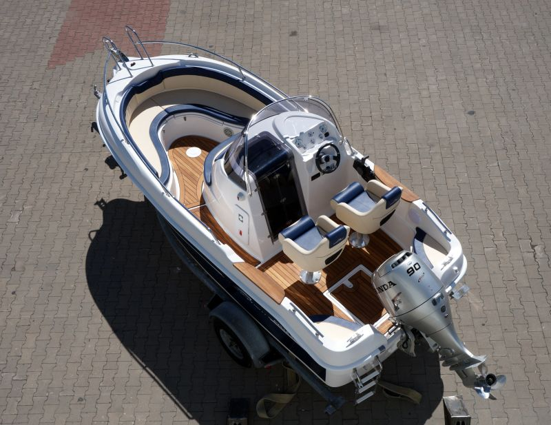 walk around boat avilla 520