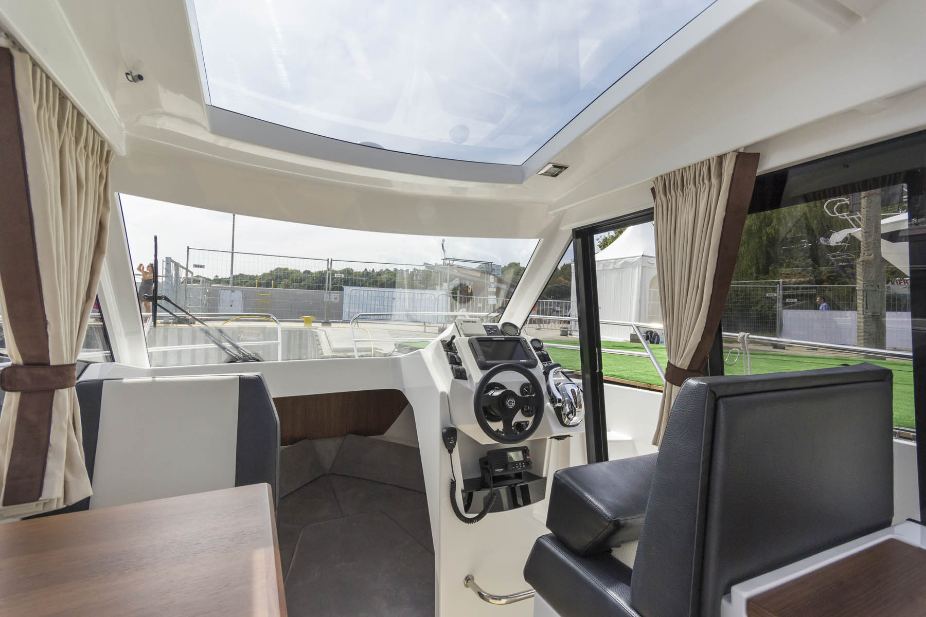 750 hardtop cabin boat