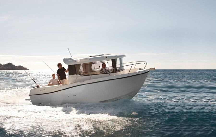 quicksilver capture 675 hull