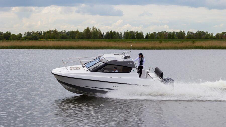 galia 670 middle cabin boat