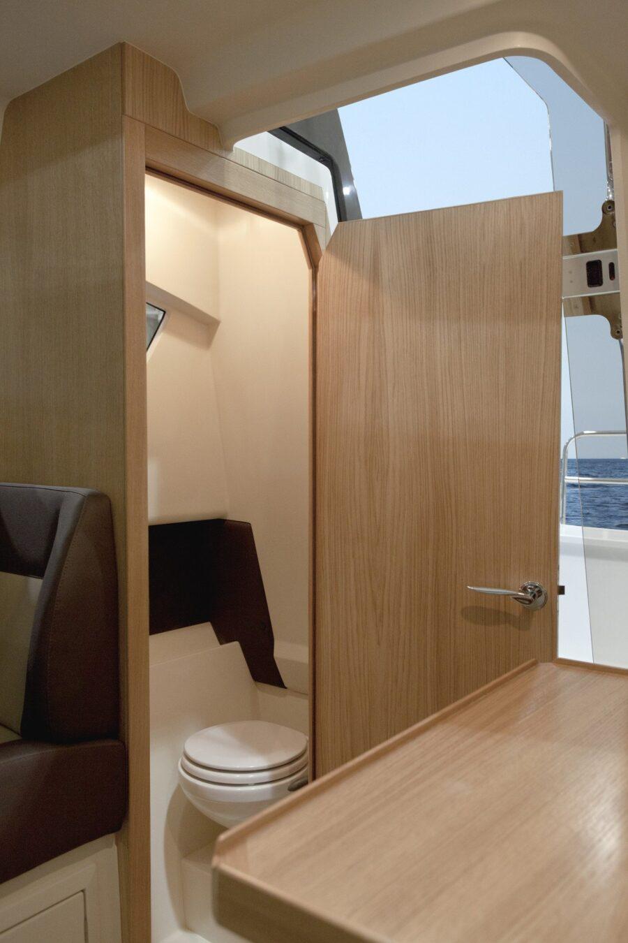 galia middle cabin toilet