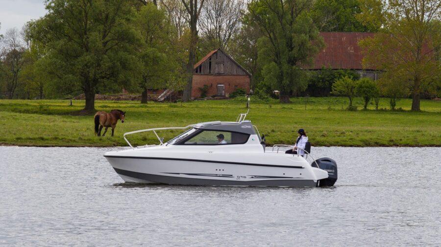 middle cabin galia boats