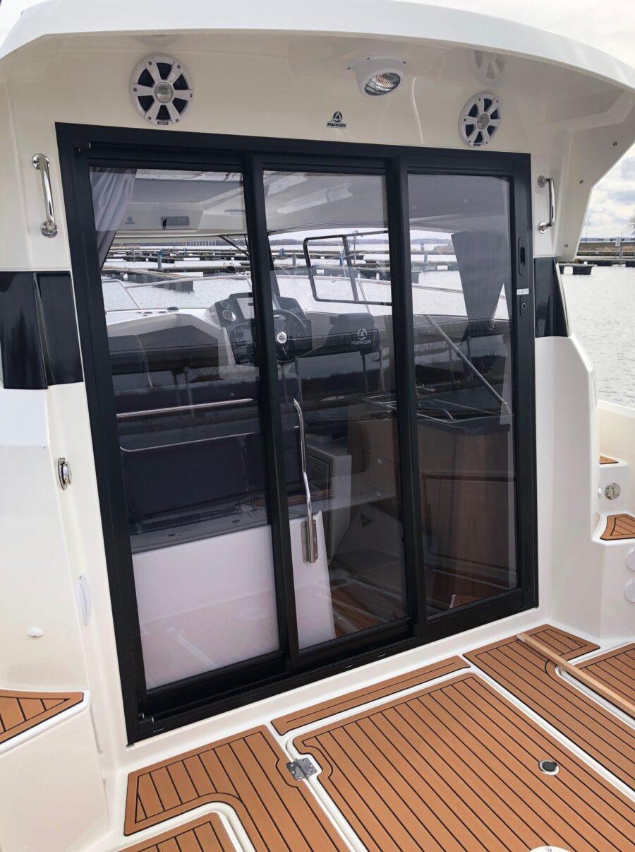 parker 800 weekend new cabin cruiser