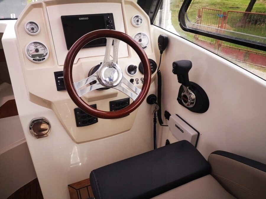 parker 750 boat helm