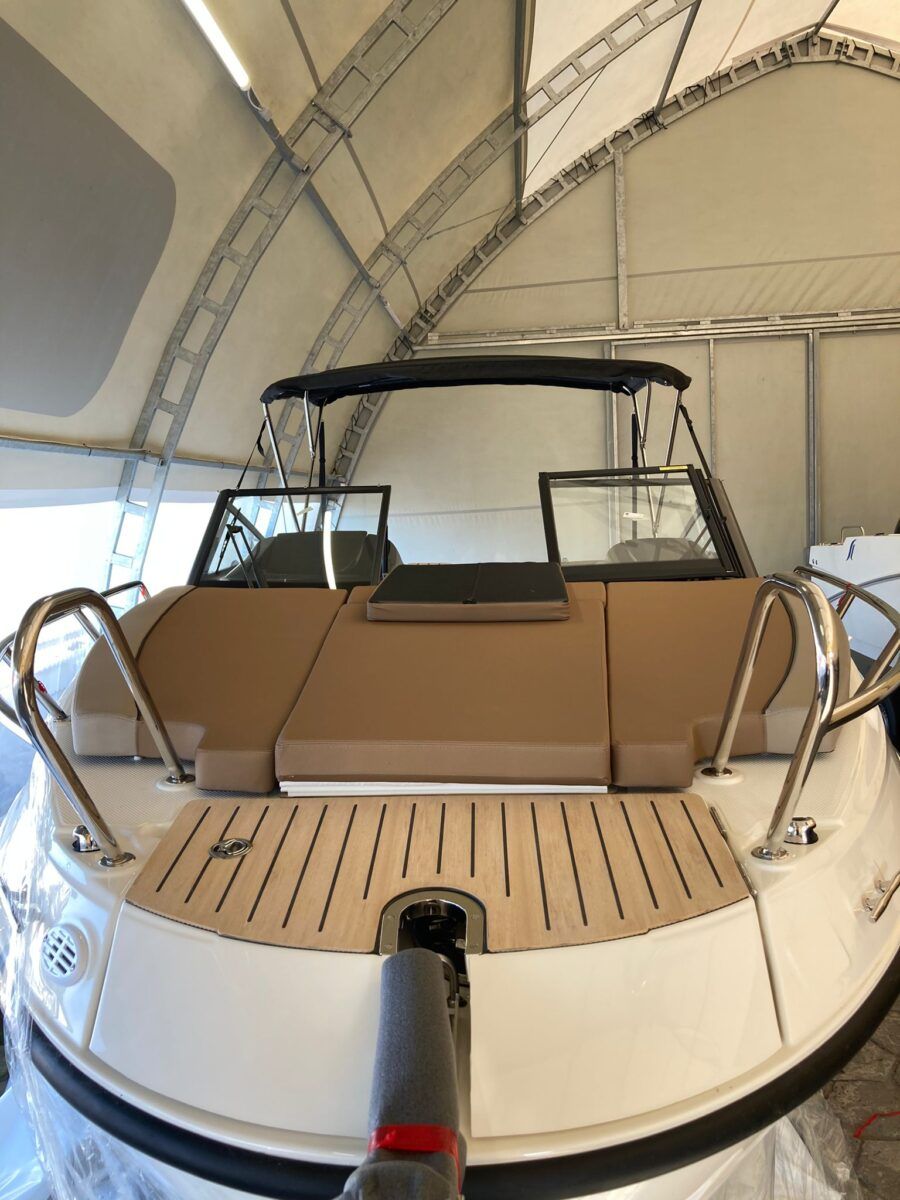 755 activ bow boat